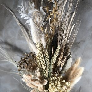 Dried flower bouquet neutral